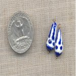 VINTAGE HANDMADE GLASS BLUE WHITE DESIGN 16X8mm DROP BEAD CHARM