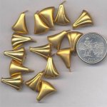 24 VINTAGE BRASS 17x14mm. TRIANGULAR CLIP FINDINGS
