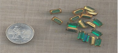 12 VINTAGE BRASS SET EMERALD 10X5mm GLASS BAGUETTES - Click Image to Close