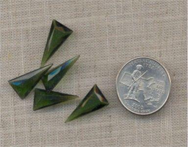 12 VINTAGE OLIVINE 20X10mm GLASS TRI FACETED GEM